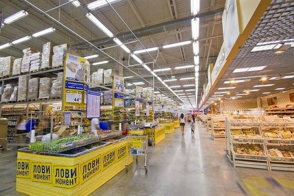 Неизвестные пригрозили отравить продукты в российских гипермаркетах сети Лента Торговаясеть «Лента»получила видеообращение, в котором шантажисты требуют от ретейлера крупную сумму денег. В