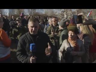 Конфликт журналиста и митингующего в сквере у театра Драмы