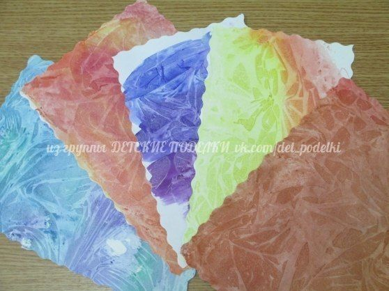 УДИВИТЕЛЬНО ПРОСТОЙ И НЕОБЫЧНЫЙ СПОСОБ РИСОВАНИЯ пластиковыми пакетамиНа лист бумаги наносится краска, затем пока краска еще не высохла прикладываем пакет, руками вращательными движениями